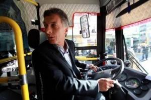 wpid-Macri+manejando+metrobus-1.jpg