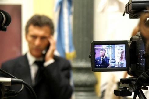 mauricio-macri-hablando-por-telefono-parabuenosaires.com