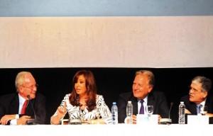 Cristina con Aldo Roggio y Julio de Vido parabuenosaires.com