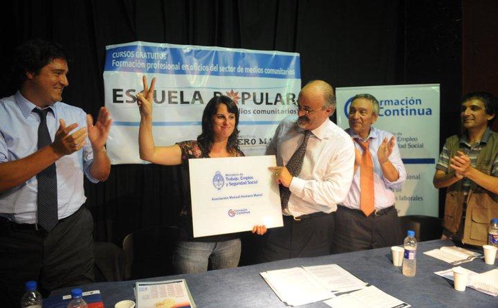 1-La-Escuela-Popular-de-Medios-Comunitarios-parabuenosaires.com