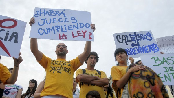 fans-callejeros-se-manifestaron-repudio-al-fallo-judicial-parabuenosaires