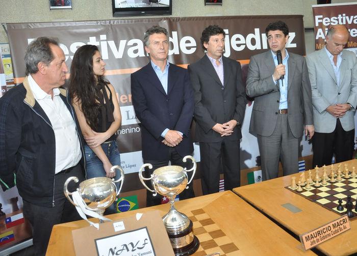 macri-posee-ajedrez-san-isidro-parabuenosaires
