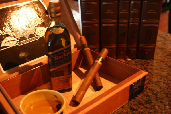 185940__blue-label-whiskey-cigars_p