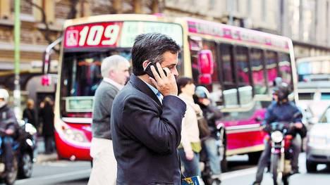 Flagelo-continuan-conversando-telefono-accidente_CLAIMA20120519_0081_22