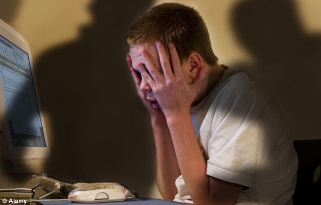 4-cyberbullying-compu