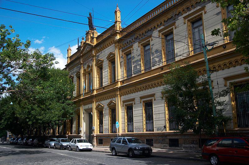 800px-Buenos_Aires_-_Barracas_-_Colegio_Santa_Felicitas_-_20071215d