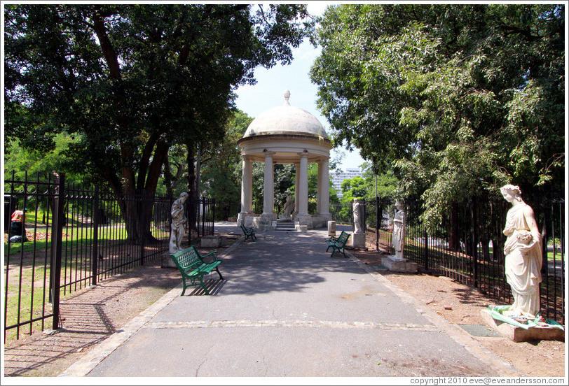 buenos-aires-san-telmo-parque-lezama-rotunda-large