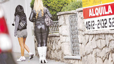 Cubiertas-mujeres-alquiler-Ramon-Falcon_CLAIMA20120401_0100_22