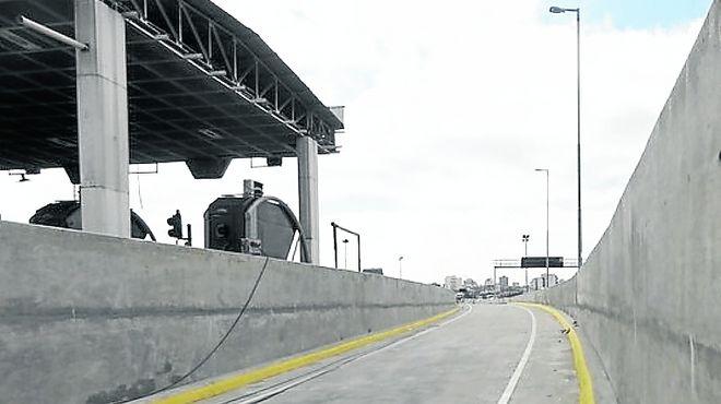 Metrobús en la autopista