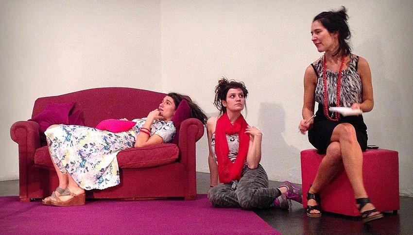 Sillones divanes y camas una desopilante comedia sobre - Sillones que se hacen cama ...