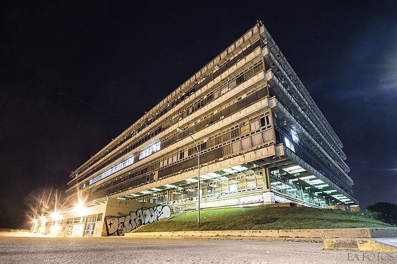 Preocupa un mensaje intimidatorio en un ba o de la uba for Facultad de arquitectura uni