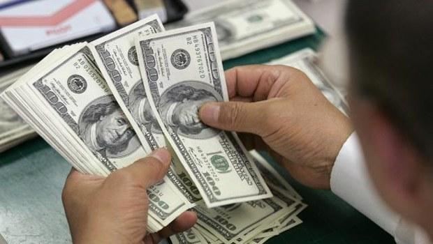 El dólar sigue en baja: 15,50 pesos
