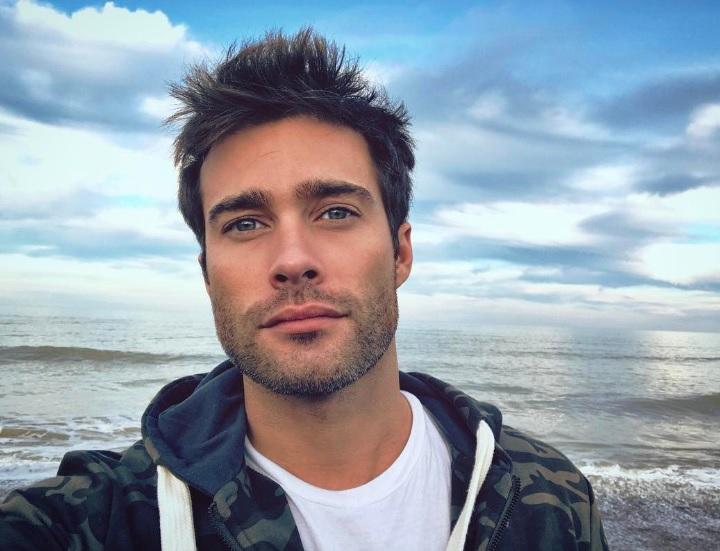 Un galán argentino intenta seducir chicas a través de Instagram