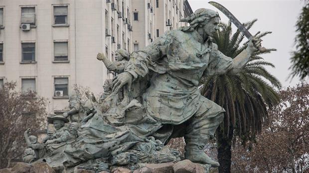 Reubicarán el monumento de Juana Azurduy