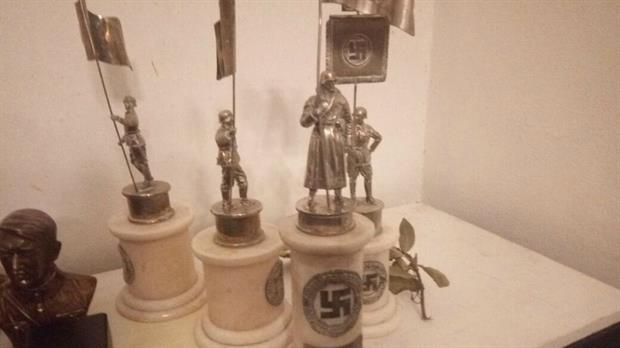 Tras allanamiento la Policía encontró objetos con simbología nazi