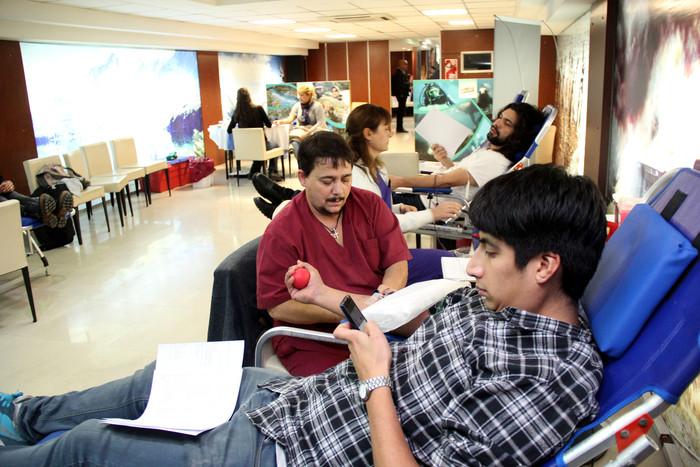 Por cada donante de sangre, doce personas salvan de morir