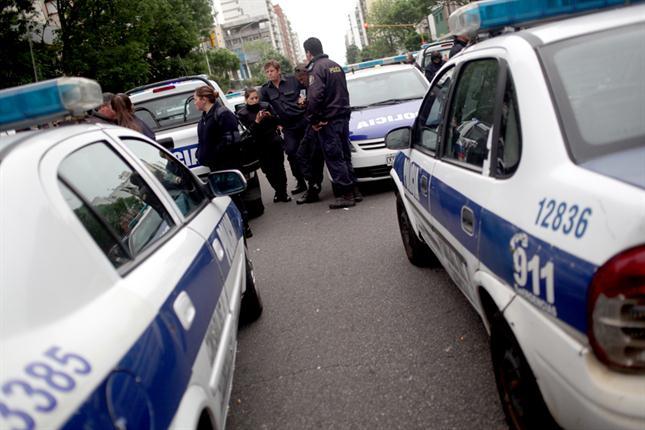 Detienen a dos policías que intentaron asaltar a una travesti