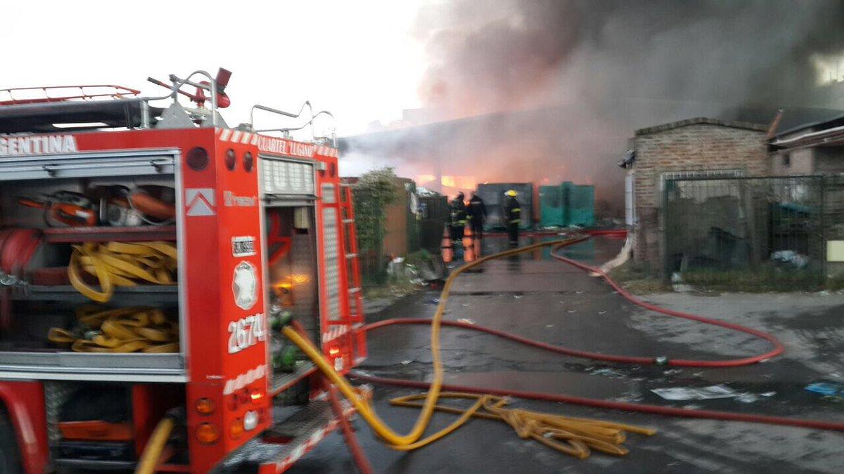 En vivo | Incendio en una planta recicladora en Villa Soldati