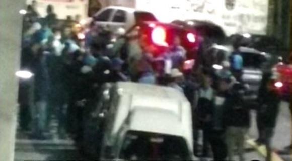 Barras de Racing se enfrentaron a los tiros por una interna