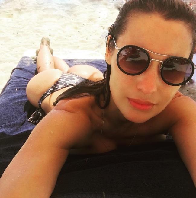 Pampita hizo explotar las redes desde las playas de Ibiza