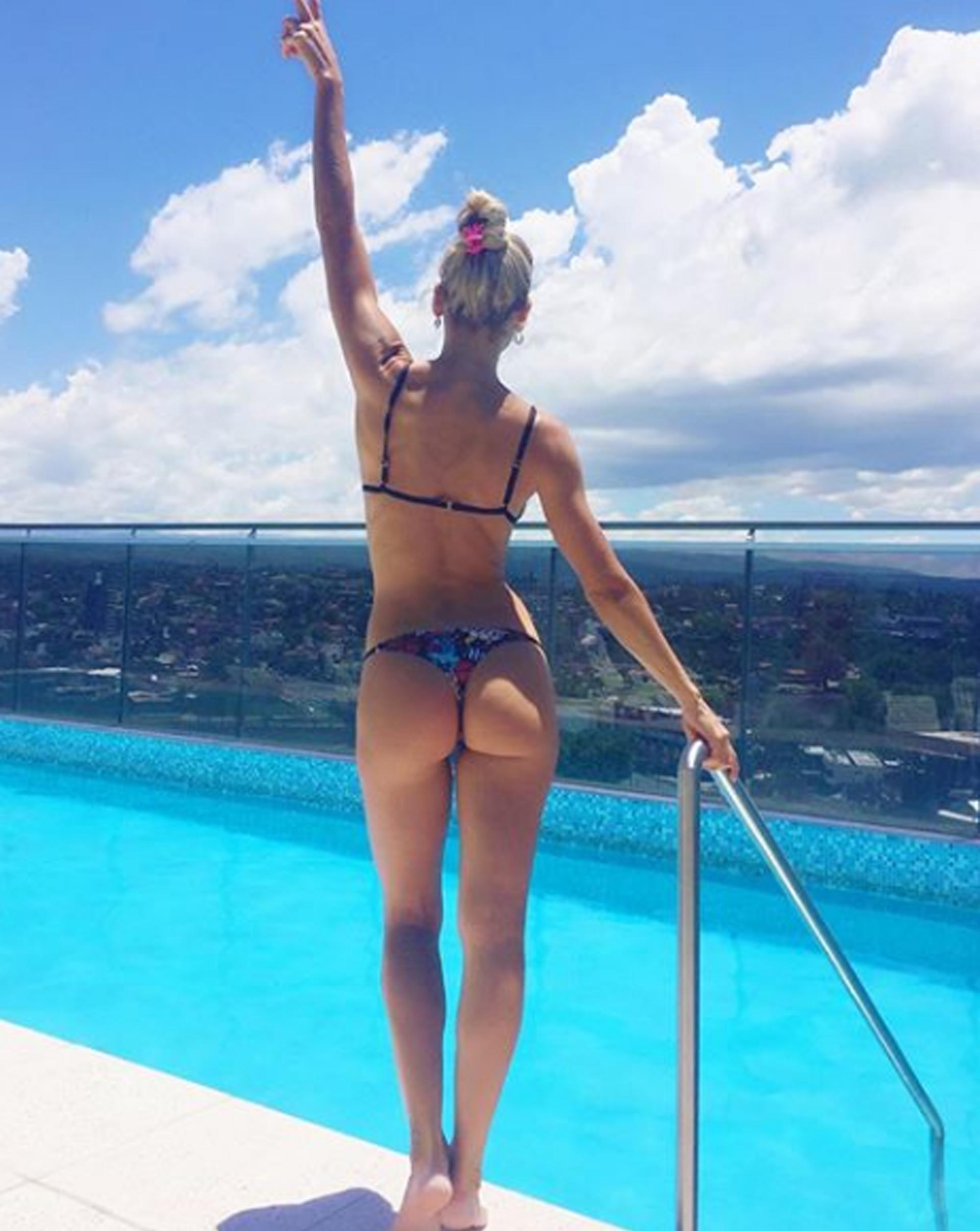 Bailando desnuda en el hotel - 3 1