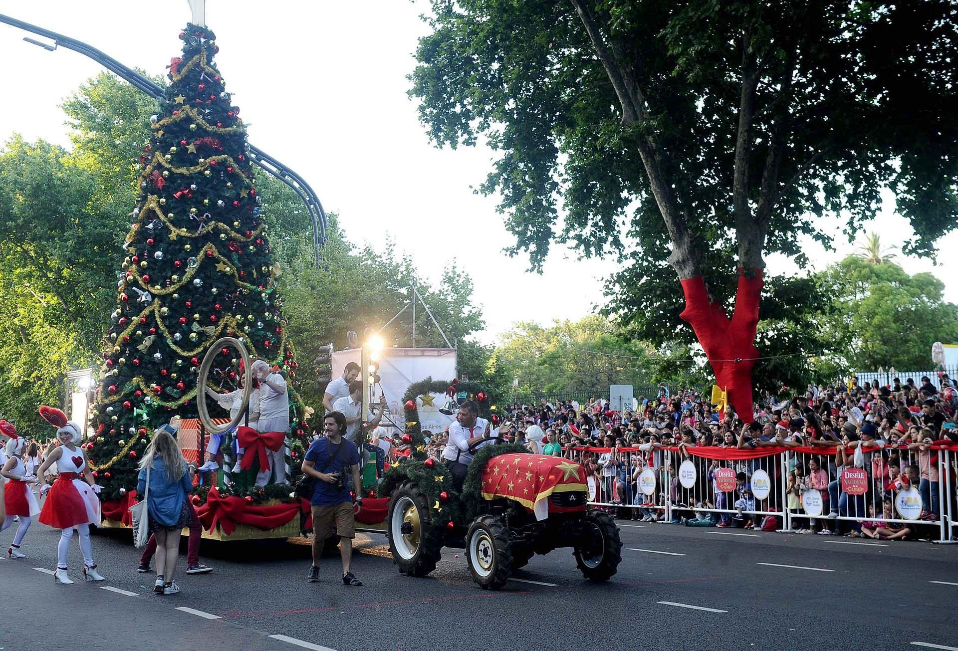 Pod s ver en vivo el desfile navide o de la ciudad for Ciudad espectaculos argentina