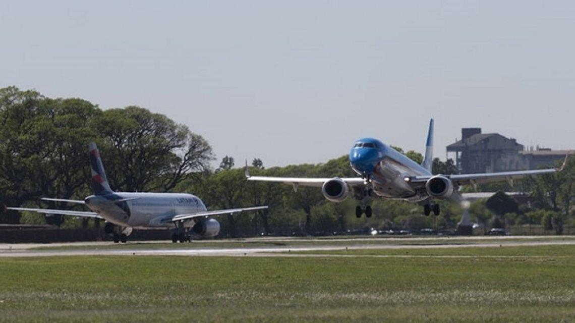 Avión con destino a El Calafate tuvo que aterrizar de emergencia